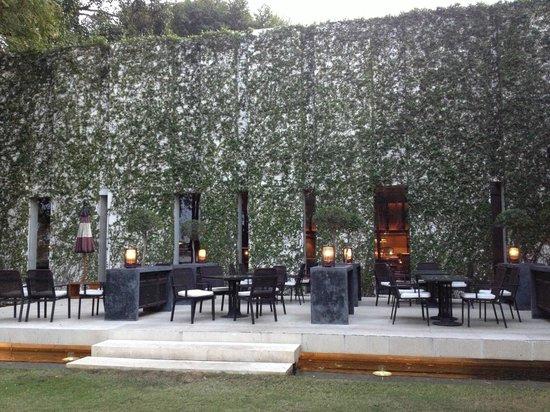 Anantara Chiang Mai Resort: Restaurant aussen