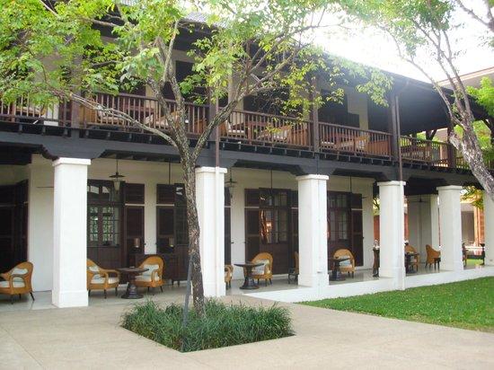Anantara Chiang Mai Resort: Englische Botschaft
