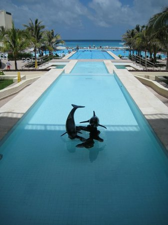 The Royal Sands Resort & Spa All Inclusive:                   Royal Sands pool area