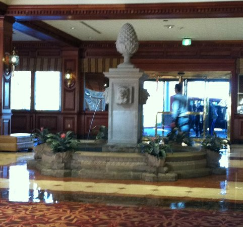 ‪شيراتون ميوزيك سيتي:                   Welcome fountain in main lobby