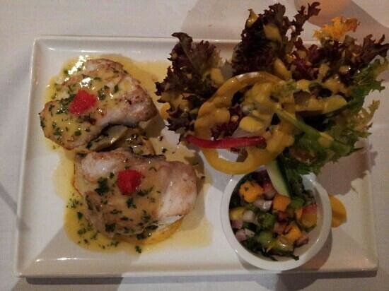 Hospitality Inn Port Hedland:                   Fish Special with mango salsa salad...Delicious!!