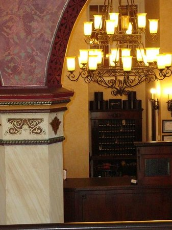 General Francis Marion Hotel: Lobby-Front Desk
