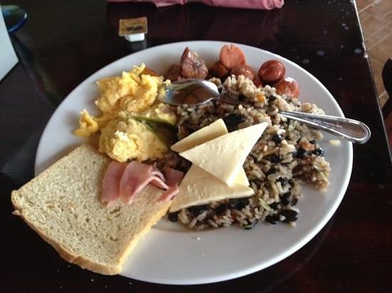 Arenal Volcano Inn:                   Rico Desayuno