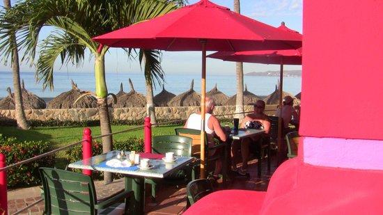Royal Decameron Complex: Salle a Manger près de la Mer