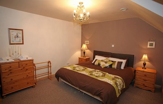 Fermanagh Self Catering: Lakeview master bedroom as a superking (can be twin room also)