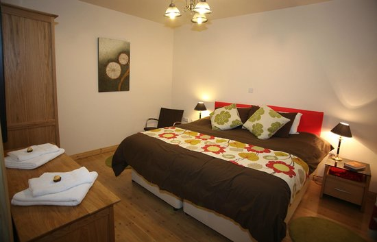 Fermanagh Self Catering: Coach house ground floor bedroom as a superking (can also be twin bedroom)