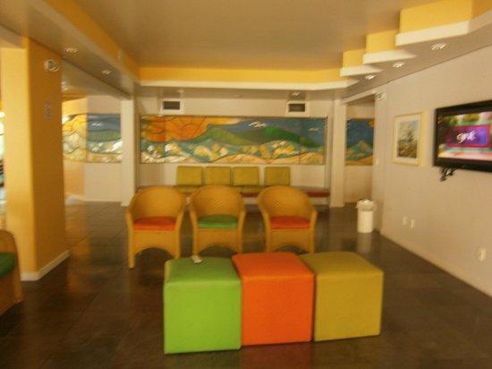 Praiatur Hotel Florianopolis: 5 Ingleses-Praiatur: zona de estar-TV
