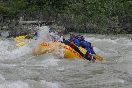 Glacier Raft Company:                   hitting the rapids!