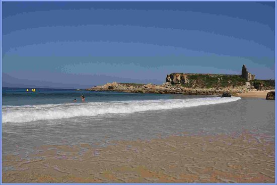 Hotel Pineiro:                   Playa al lado de la Ermita.
