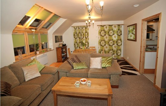 Fermanagh Self Catering: Lakeview living area in the evening..