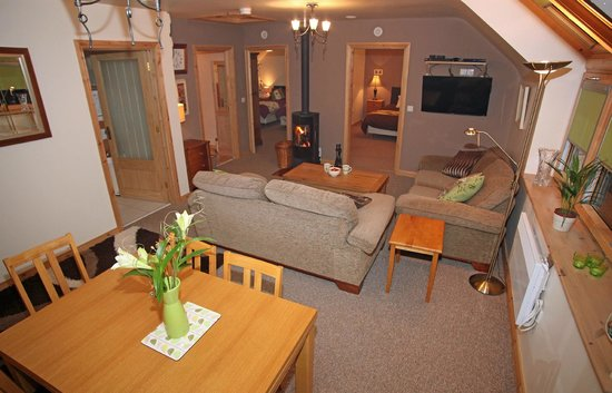 Fermanagh Self Catering: Lakeview living area all cosy at night..