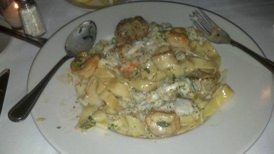 Nuvolari's Ristorante:                   Crab, Shrimp,& Scallops!!!!!!!!