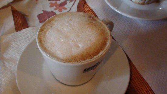 B&B Sotto il Vulcano: cappuccino caldo e schiumoso