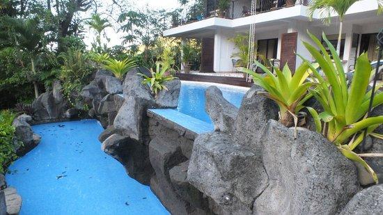 Hotel Pumilio : Une piscine à plusieurs bassins