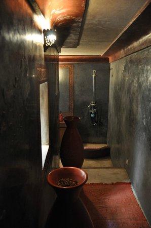Riad Jenai: Salle d'eau