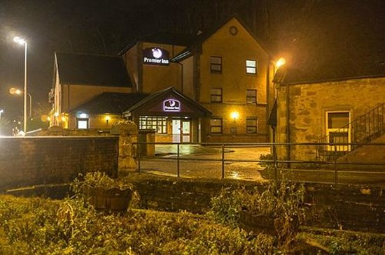 Premier Inn Inverness Centre (Millburn Rd) Hotel: Reception viewed from the road