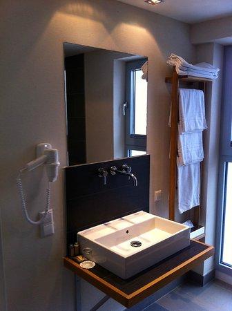 mainhaus Stadthotel:                   Das Bad in Zimmer 617