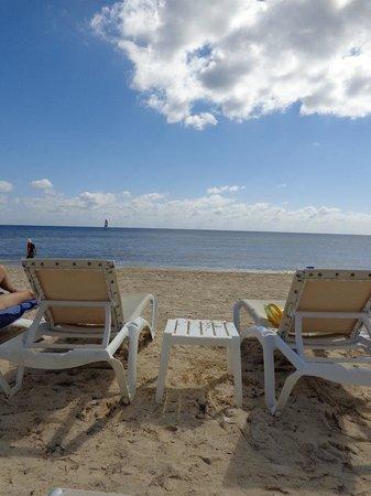 Azul Beach Resort Sensatori Mexico:                   Beach chairs not hard to find