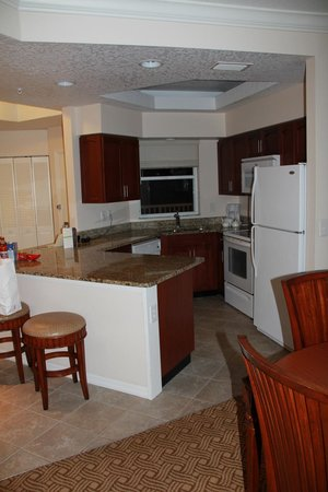 Sheraton Vistana Resort Villas- Lake Buena Vista: Kitchen in Deluze 2bed 2bath suite (Lakes section)