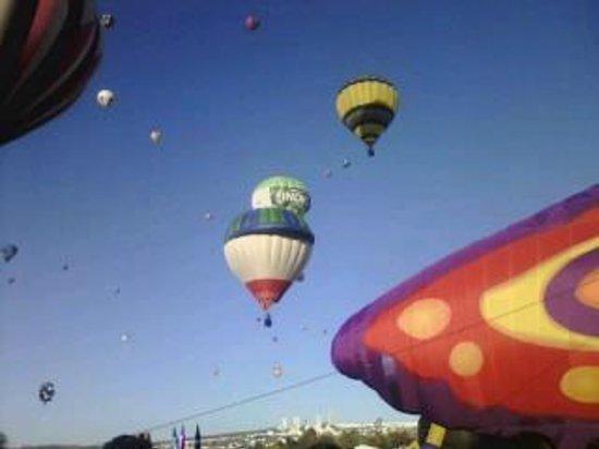Ayuntamiento Del Municipio De Leon :                   los globos aputo de subir y esta hermosisismo