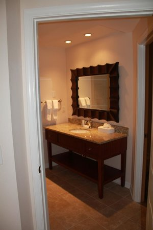 Sheraton Vistana Resort Villas- Lake Buena Vista: 2nd Bathroom in 2 bed 2bath Deluxe suite (Lakes section)