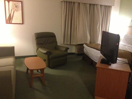 Extended Stay America - Raleigh - RTP - 4610 Miami Blvd.: sitting area and bed