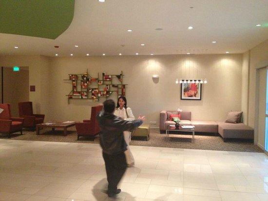 Hyatt Place San Jose Pinares: área del lobby ideal para encuentro de amig@s