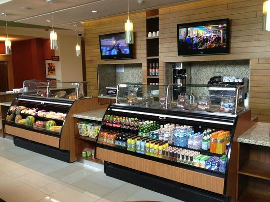 Hyatt Place San Jose Pinares: Existe un grab and go muy conveniente!