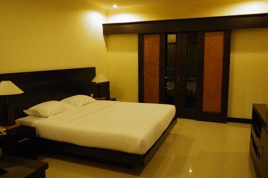 คาเคียง บังกะโลว์:                   舒適的床