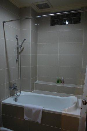 Kakiang Bungalows :                   浴缸