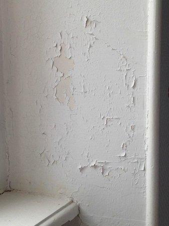 La Résidence : peinture chambre