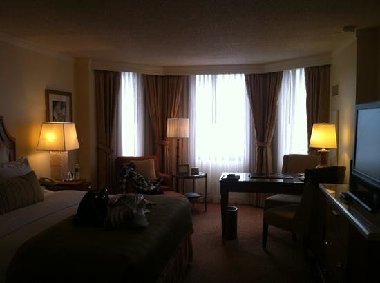 The Ritz-Carlton, Buckhead:                   King size bed with side chair and desk