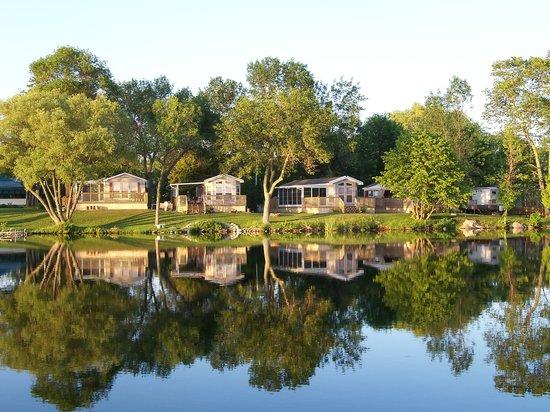 Woodland Estate Resort: Waterfront Cottages at Woodland Estate