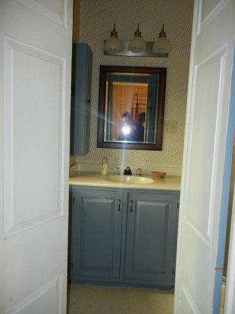 Brownstone Colonial Inn: ++