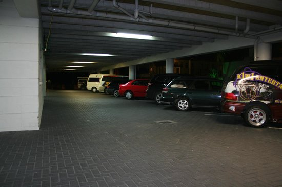 Silver Fern Lodge: secure parking