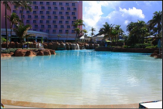 Atlantis, Royal Towers, Autograph Collection: Piscine devant the beach tower
