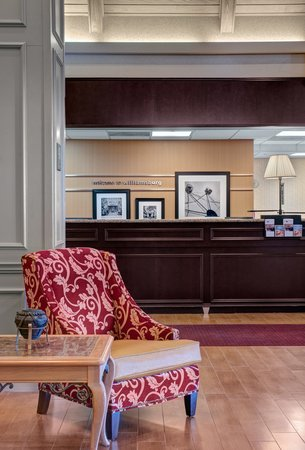 Hampton Inn & Suites Williamsburg-Richmond Rd.: Front Desk