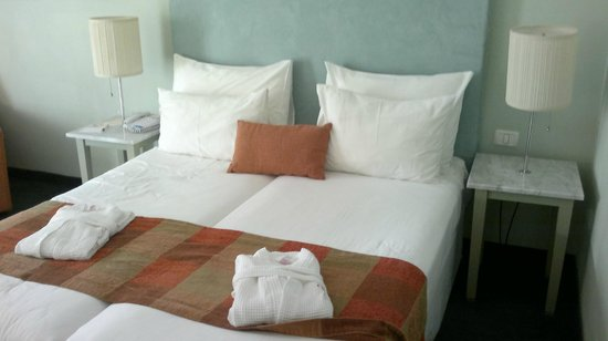 Hotel Prima Tel-Aviv:                   кровать