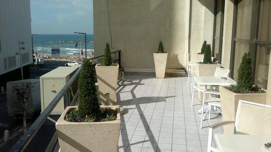 Hotel Prima Tel-Aviv:                   лобби -веранда