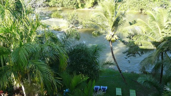 Mahogany Hall Boutique Resort:                   the river..you can swim and tube down....