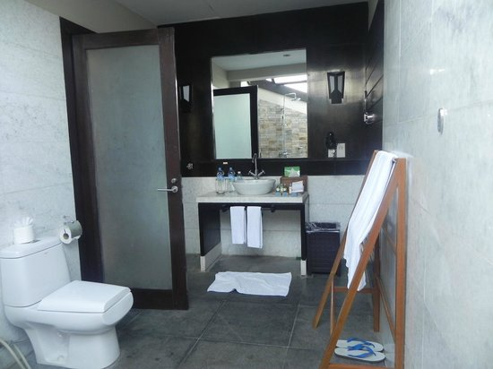Bay of Bengal Resort: Bathroom