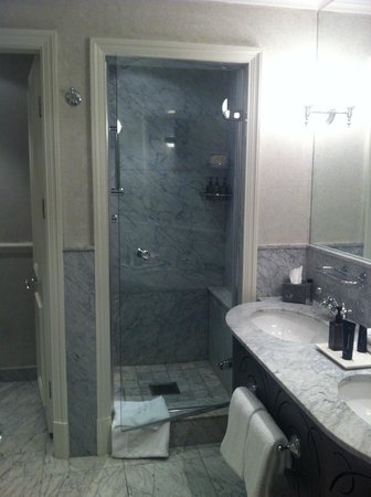 Cape Grace:                   Bathroom