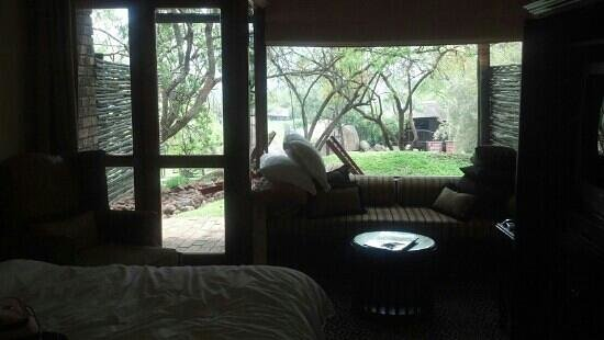 Bakubung Bush Lodge:                   Looking out to the pool