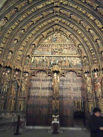 Iglesia de Santa María de los Reyes: la portada policromada