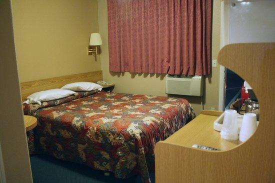Mt. Whitney Motel : Mt Whitney room
