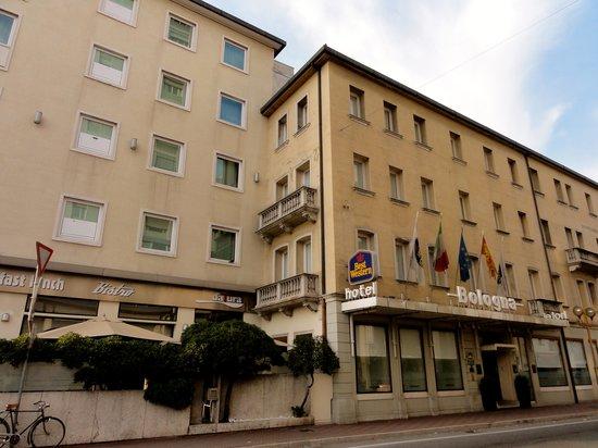 BEST WESTERN PLUS Hotel Bologna - Mestre Station:                   O hotel visto de fora