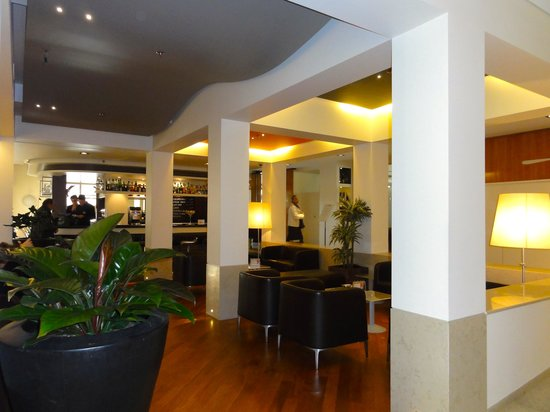Best Western Plus Hotel Bologna:                   lobby perto dos restaurantes