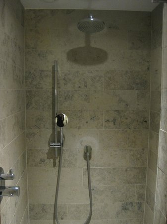 Hilton The Hague: Shower