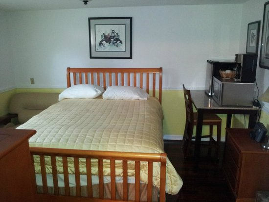 Metlakatla Hotel: room 7