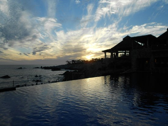 Esperanza - An Auberge Resort:                   sunset poolside